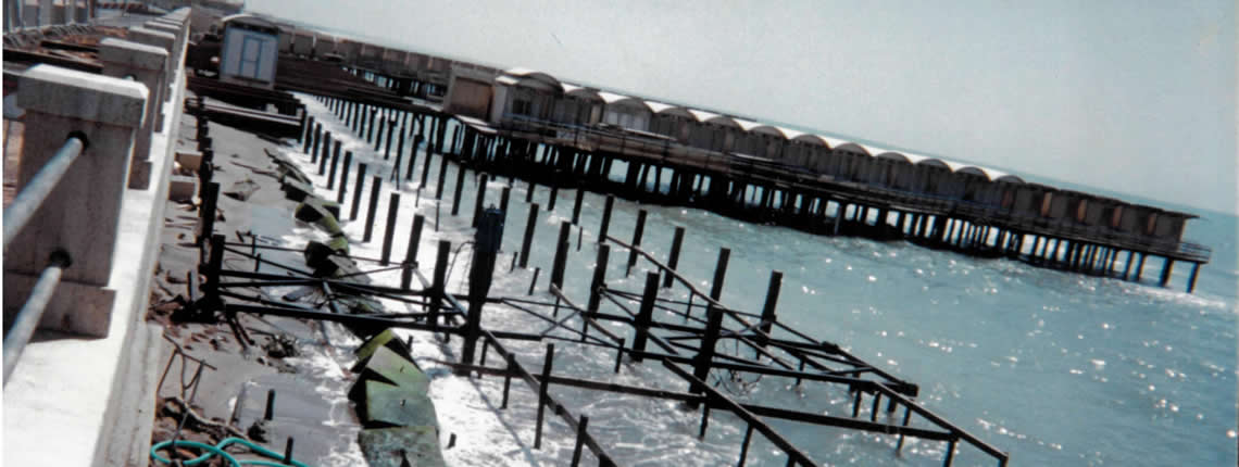 Palificazione dello stabilimento balneare VECCHIA PINETA (Lido di Ostia) su fondale roccioso